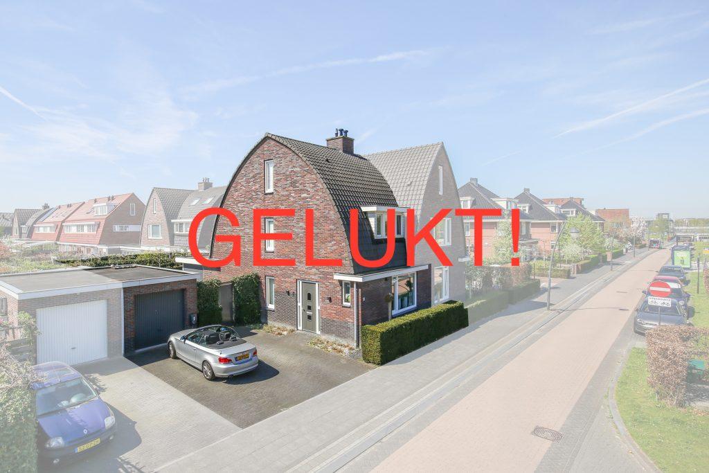 Uitgebouwd halfvrijstaand woonhuis met garage en 5 ruime for Garage boulevard de l automobile sartrouville